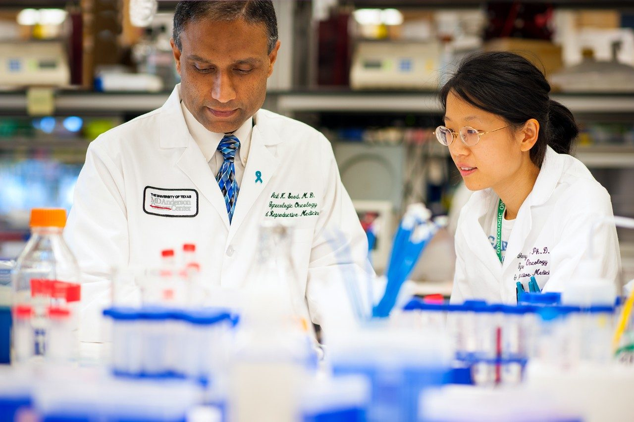 MD Anderson gynecologic oncology professor Anil Sood, M.D., in his lab.